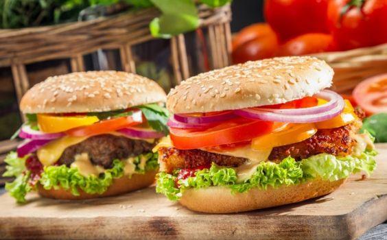 Hamburger là món ăn nổi tiếng ở nước Mỹ