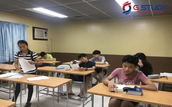 Học sinh đang ngồi trong lớp