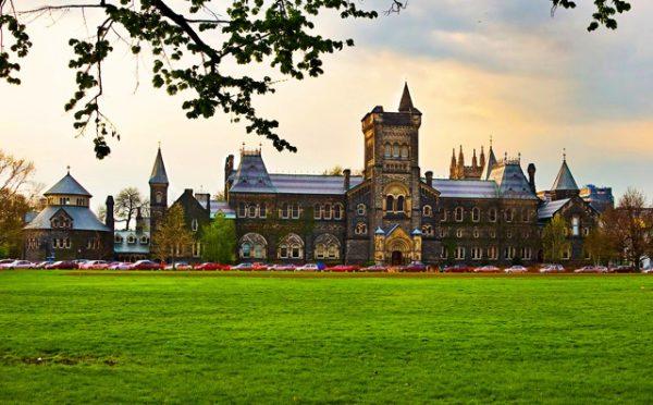 trường đại học tại Canada