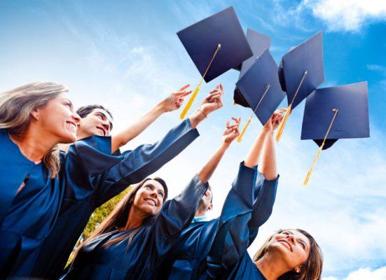 sinh viên trong ngày tốt nghiệp