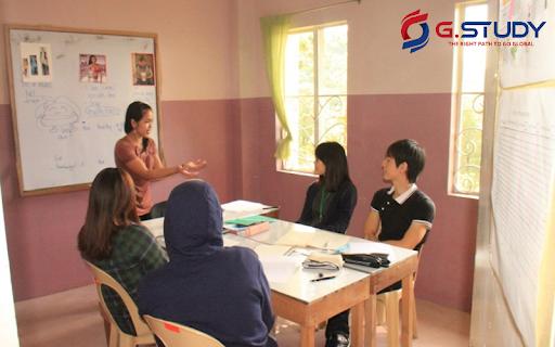 học nhóm của sinh viên trường anh ngữ Help